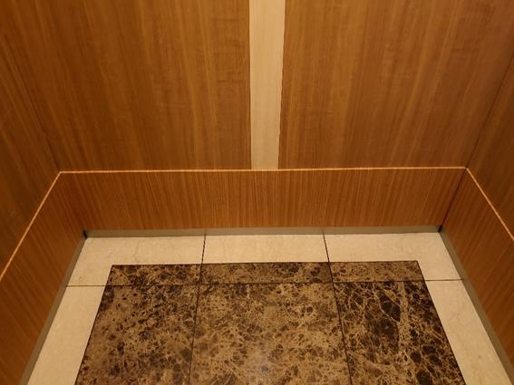 No.430 美観と防災を両立させたMSTのエレベーター